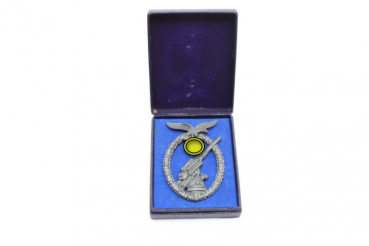 "Ww2 German flak combat badge, so-called ""Ball Hinge"" piece, lacquered on the back, in a case"