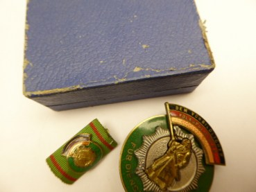 "Medal ""Badge of Honor of the German People's Police"" with an interim clip in a case"