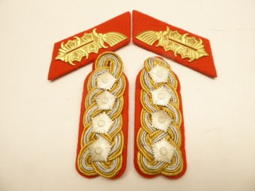 Pair of shoulder pieces + collar mirror Army General LSK of the NVA