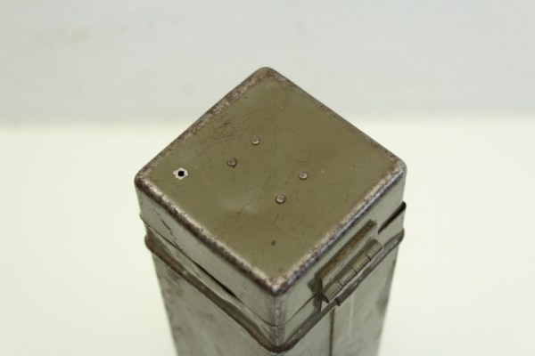 ww2 Metal container accessories weapons