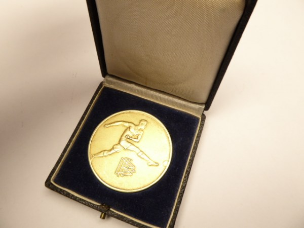 "Medal DFB ""German Fighting Games - Bundespokal Endspiel, Der Sieger Nürnberg 1934"" in a case"