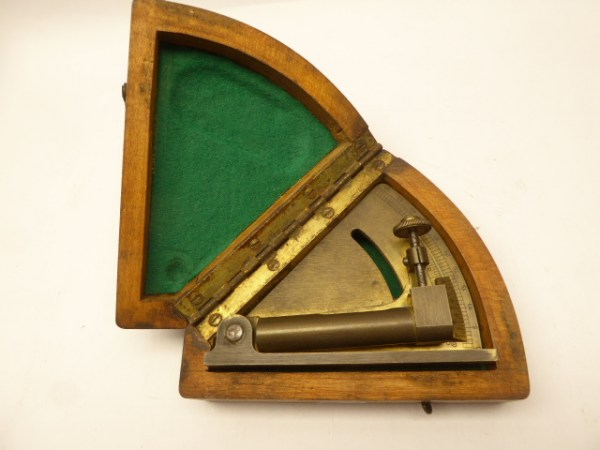 Antique dragonfly quadrant / protractor, measuring device for artillery, Gebrüder Haff Pfronten 464 with approval GGF43 in the box
