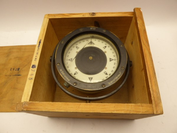 Compass W. Bollwinkel Bremerhaven in box - with inscription Waffeninspektor (W and M) 3743