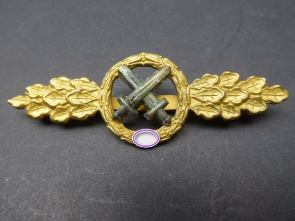 Gold front flight clasp for fighter pilots